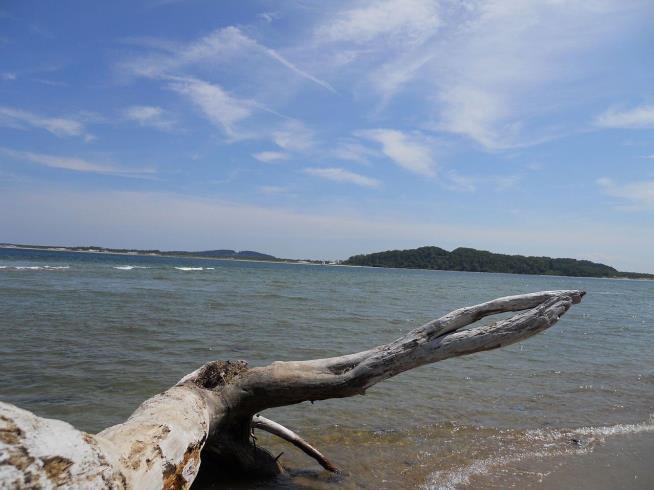 Crane Beach is visible across Ipswich Bay. (Wikimedia)
