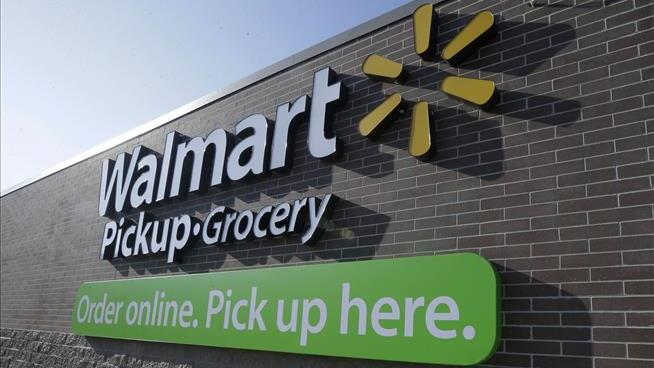 Walmart turns to its staff to deliver