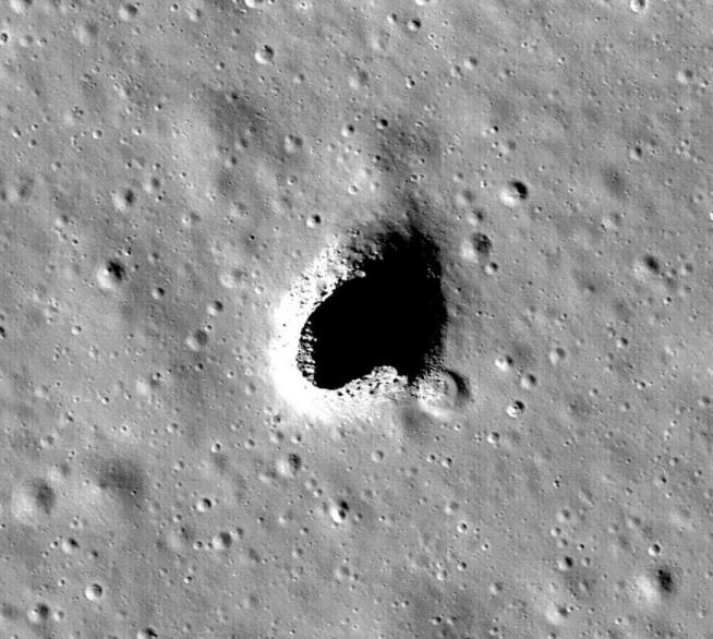Japanese Scientists have Discovered a Moon Cave Suitable for a Base