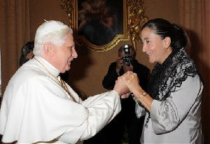 Betancourt met Pope Benedict XVI to thank him for his prayers during her captivity.
