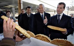 Russian President Dmitry Medvedev, right,  speaks with vendors at a  bazaar in the ancient city of Samarkand in central Uzbekistan on Thursday, Jan. 22, 2009.
