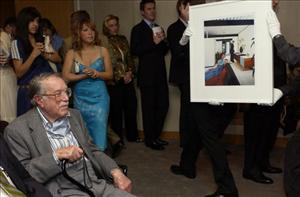 Julius Shulman watches as one of his photographs is auctioned in 2005.