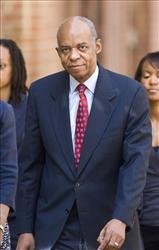 Former Louisiana Rep. William Jefferson walks to federal court in Alexandria, Va.,, Wednesday, Aug. 5, 2009.
