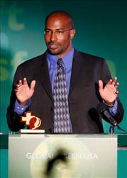 SANTA MONICA, CA - JUNE 14:  Eco-activist Van Jones accepts an award at Global Green USA's 12th Annual Green Cross Millennium Awards on June 14, 2008 in Santa Monica, California.