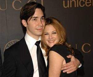 Justin Long and Drew Barrymore arrive at A Night to Benefit Raising Malawi and UNICEF at United Nations headquarters, Wednesday, Feb. 6, 2008.