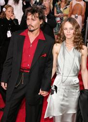 Johnny Depp and Vanessa Paradis arrives to the 63rd Annual Golden Globe Awards at the Beverly Hilton on January 16, 2006 in Beverly Hills, California.