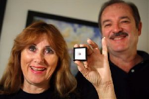 Leslie and George Brock pose with a rare purple pearl found while eating a plate of steamed clams at Dave's Last Resort in Lake Worth, Fla. Sunday, Dec. 30, 2007. At least one expert said the find could be worth thousands of dollars. (AP Photo/The Post, Bruce R. Bennett)