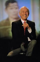 Johnny Carson laughs during the final taping of the Tonight Show in Burbank, Ca., in this  May 22, 1992, file photo.