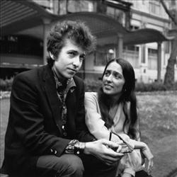 American electric folk hero Bob Dylan (born Robert Zimmerman) and singer, songwriter Joan Baez in Embankment Gardens, London.