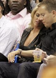 Jessica Simpson watches and NBA basketball game with her boyfriend Eric Johnson in Dallas on Saturday, Nov. 6, 2010.