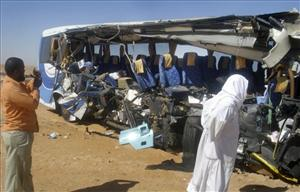 Egyptian men examine the crashed tour bus.