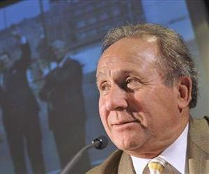 Michael Reagan, son of former US president Ronald Reagan, speaks during a news conference in Berlin, Nov. 6, 2009.