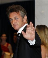 Actor Sean Penn arrives for the White House Correspondents Dinner in Washington.