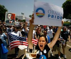 Gay pride participants hold signs in support of Barack Obama at the 38th annual LA Pride Parade June 8, 2008 in West Hollywood, California.