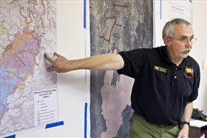 Joe Reinarz commander of the Type I team battling the Wallow Fire briefs Ariz. Governor Jan Brewer Saturday, June, 4, 2011 in Eagar, Ariz.