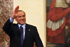 Former Italian Prime Minister Silvio Berlusconi waves as he leaves Palazzo Chigi after his successor took office on November 16, 2011 at Palazzo Chigi, the Prime Ministry in Rome.
