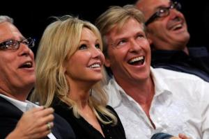 Actors Heather Locklear and Jack Wagner watch the season opening game between the Los Angeles Clippers and the Los Angeles Lakers at Staples Center on October 27, 2009.