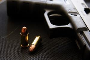 People holding guns are more likely to assume others are also holding guns, a new study finds.