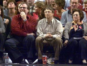 Microsoft co-founders Bill Gates (C) and Paul Allen (L) watches a basketball game, 26 May 2000.