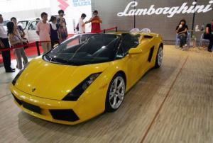 Visitors admire a Lamborghini Gallardo Spyder at the 5th Session of Central China International Car Exhibition on May 25, 2007 in Wuhan of Hubei, China.