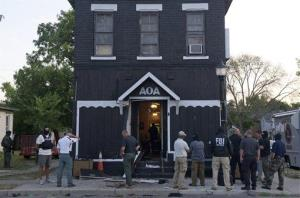 An FBI task force raids the Outlaws clubhouse in Fort Wayne.