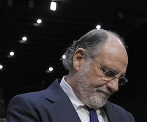 Jon Corzine arrives on Capitol Hill to testify before the Senate Agriculture Committee hearing to examine MF Global bankruptcy, Dec. 13, 2011.