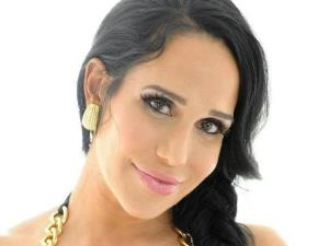 Nadya Suleman's portrait on her Gofundme site.