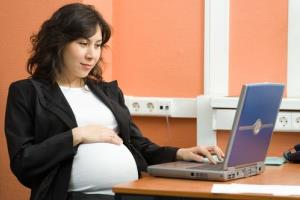 Working late into a pregnancy may not be good for the baby, a new study finds.