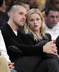 Actress Reese Witherspoon, right, and her fiance, Jim Toth, watch an NBA basketball game between Los Angeles Lakers and the Detroit Pistons in Los Angeles, Tuesday, Jan. 4, 2011.