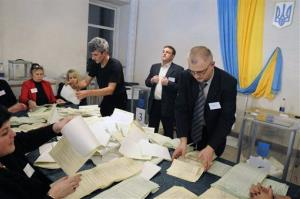 Election commission officials count ballots at a polling station in Kiev, Ukraine, Sunday, Oct. 28, 2012.