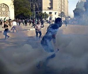 Egyptian protesters clash with security forces near Tahrir square, in Cairo, Egypt, Wednesday, Nov. 28, 2012.
