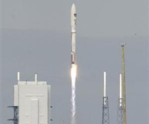 A United Launch Alliance Atlas V rocket, carrying an X-37B experimental robotic space plane, lifts off from launch complex 41 at the Cape Canaveral Air Force Station, Dec. 11, 2012.