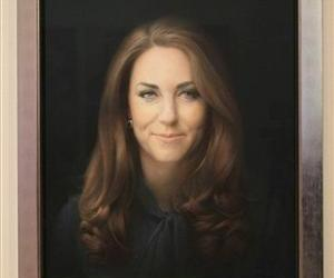 A newly commissioned portrait of Kate, Duchess of Cambridge, by artist Paul Emsley hangs at the National Portrait Gallery in London.