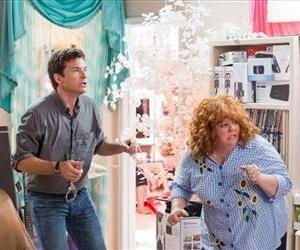 This undated publicity image released by Universal Pictures shows Jason Bateman, left, and Melissa McCarthy in a scene from Identity Thief.