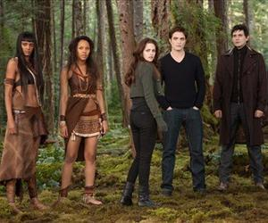 Judith Shekoni, Tracey Heggins, Kristen Stewart, Robert Pattinson, Christian Camargo, Peter Facinelli and Casey LaBow in a scene from Breaking Dawn: Part 2.