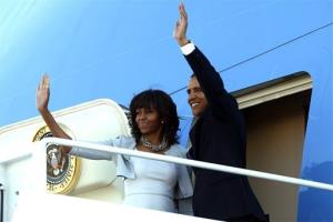 President Barack Obama and first lady Michelle Obama board Air Force One at Dallas Love Field as they return to Washington, Thursday, April 25, 2013.