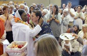 Indian spiritual leader Mata Amritanandamayi, aka Amma, arrives in Winterthur, Switzerland, to embrace thousands of people in 2010.