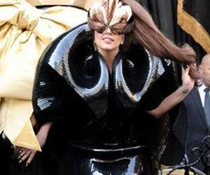 Lady Gaga wearing the fake fingernails in question.