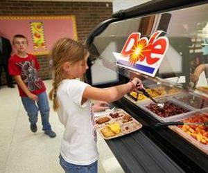 Students from United Community School District in Boone, IA serve themselves from a salad bar donated by Dole Food Company.