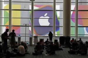 Attendees break for lunch at the Apple Worldwide Developers Conference Monday, June 10, 2013 in San Francisco.