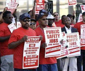 Firefighters protest outside the Theodore Levin United States Courthouse, in Detroit, Wednesday, July 24, 2013.