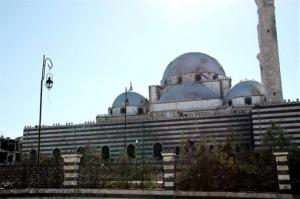 Syrian government forces captured a historic mosque in the central city of Homs on Saturday, expelling rebel forces who had been in control of the 13th century landmark for more than a year.