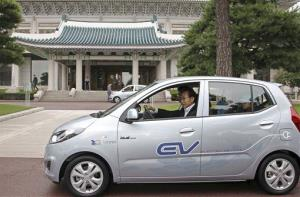 South Korean President Lee Myung-bak test dirves Hyundai's electric vehicle.