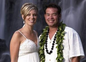 This image released by TLC, shows Jon Gosselin, right, and his wife Kate Gosselin, from the TLC series Jon & Kate Plus 8, in Hawaii.