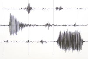 An earthquake off Alaska could pose a major threat to southern California, a USGS study finds.