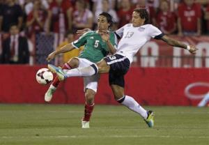 United States' Jermaine Jones, right, and Mexico's Fernando Arce scramble for a loose ball during the second half.