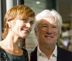 Richard Gere and his wife Carey Lowell pose on the Green Carpet before Gere was awarded the Golden Icon Award at the Zurich Film Festival in Zurich, Switzerland, Sunday, Sept. 23, 2012.