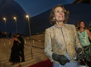 In this Oct. 23, 2003 file photo, Diane Disney Miller poses for photographers as she arrives for a grand opening concert gala at the new Walt Disney Concert Hall in Los Angeles.