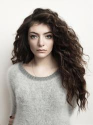 Lorde does not want to hear your lesbian jokes.