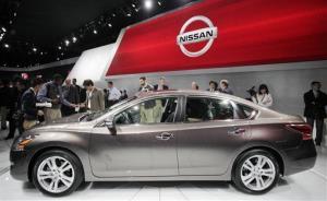 A crowd gathers around a 2013 Nissan Altima 3.5 SL sedan, Wednesday, April 4, 2012 at the New York International Auto Show.